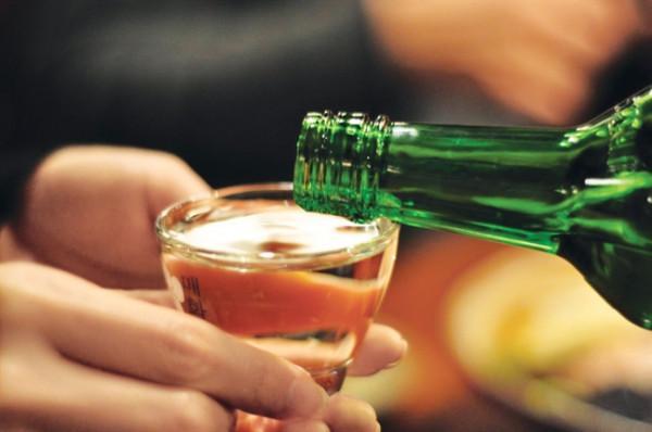 Loại rượu có cồn với nồng độ dưới 24% sẽ được mang lên máy bay