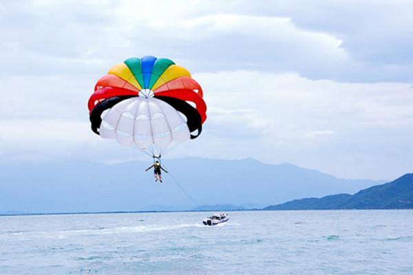 Dù lượn, nhảy dù trên biển