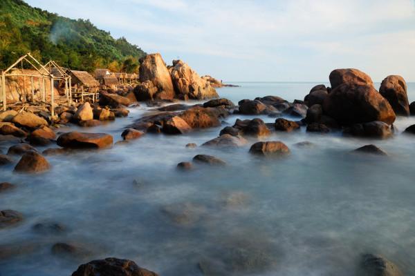 Bãi Bụt là bãi biển hoang sơ do mới khai thác.