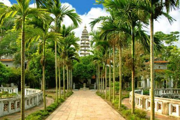 Chùa Phổ Minh mở đầu cho kiến trúc Phật giáo thời Trần tọa lạc tại thôn Tức Mạc