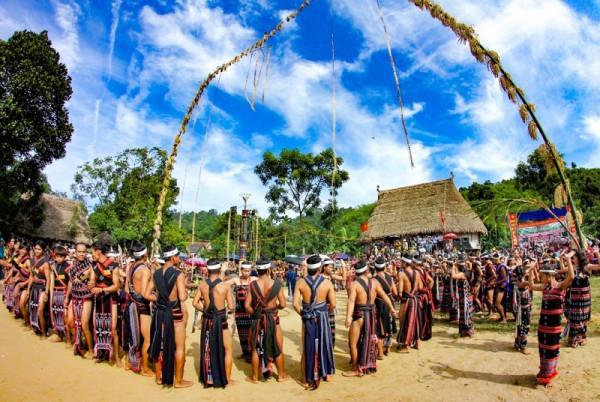 Hội mừng lúa mới của đồng bào Cơ Tu