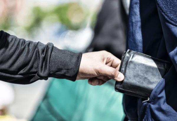 Nếu bạn bị trộm mất ví, bạn nên lo lắng vì những giấy tờ quan trọng có khả năng rất khó để tìm lại.