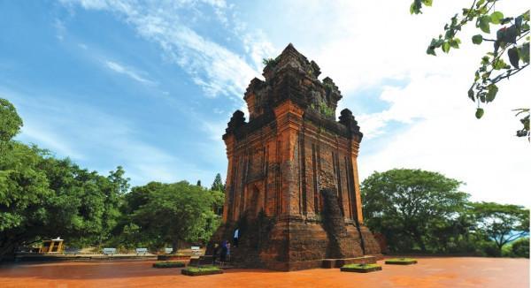 Tháp Nhạn tiêu biểu cho nghệ thuật kiến trúc của người Chăm ở vùng đất Phú