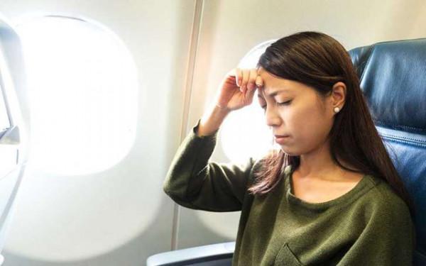 Đau đầu khi đi máy bay
