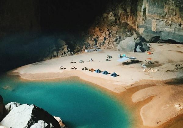Khu vực cắm trại trong hang Én