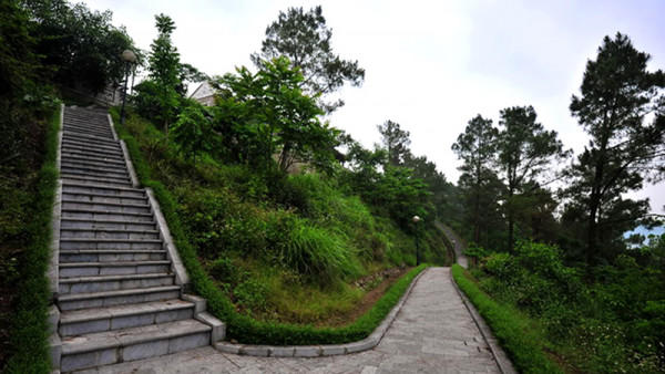 Khu du lịch núi Quyết