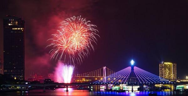 Đặt vé máy bay giá rẻ đi Đà Nẵng tham gia lễ hội pháo hoa