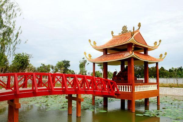 Điện Di Lặc trong Thiền viện Trúc Lâm Phương Nam.