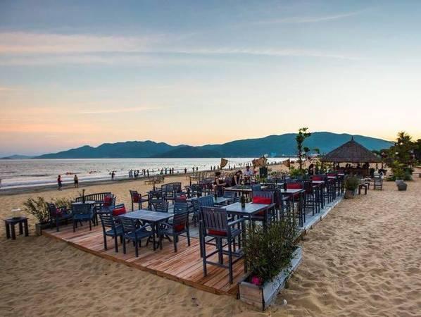 Surf Bar – điểm đến được giới trẻ check-in rần rần khi du lịch Quy Nhơn