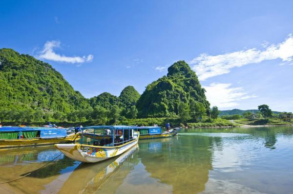 Vé máy bay đi Đồng Hới khám phá vẻ đẹp Quảng Bình