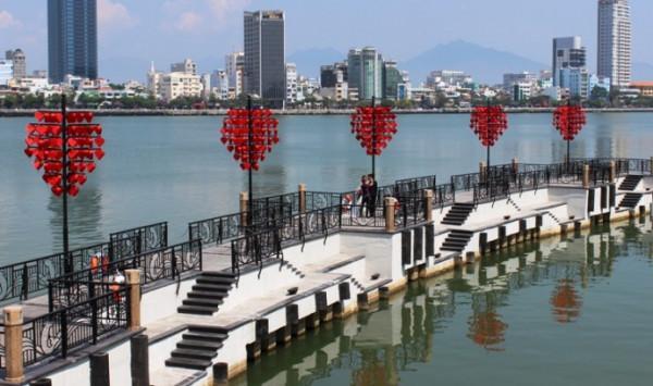 Cầu Tình Yêu, địa điểm du lịch Đà Nẵng không thể bỏ qua