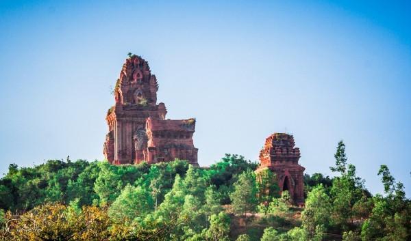 Vẻ đẹp của kiến trúc Chăm ở tháp Bánh Ít không nhiều người biết