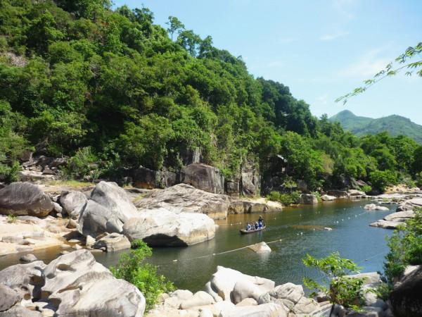 Thiên nhiên đẹp mê hồn của khu sinh thái Hầm Hô