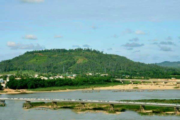 Núi Thiên Ấn Quảng Ngãi