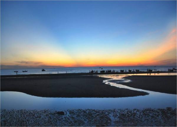 Cùng Đặt Vé Giá Rẻ Về Vùng Đất Cố Đô Khám Phá Vẻ Đẹp Của Biển