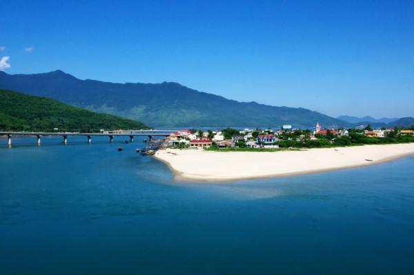 Ngắm Nhìn Vẻ Đẹp Bãi Biển Lăng Cô