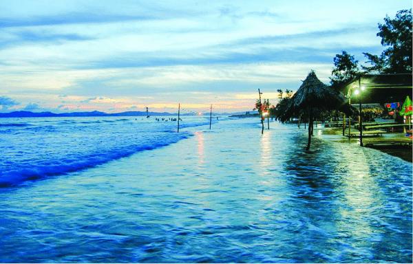 Vẻ Đẹp Xế Chiều Của Bãi Biển Vàn Chảy