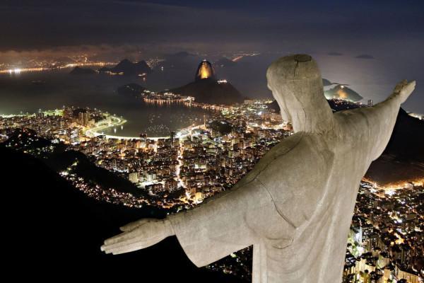 Hình Ảnh Tượng Đài Chúa Ki-Tô Vua Chụp Về Đêm