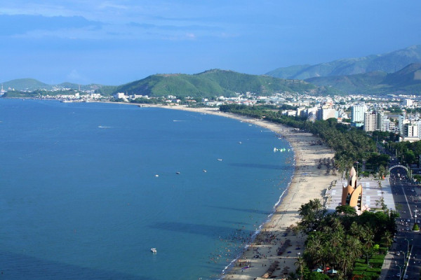 Bãi biển Nha Trang dọc đường Trần Phú