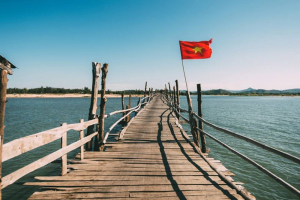 Cây cầu gỗ dài nhất Việt Nam!