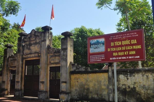 Tượng đài mẹ Việt Nam anh hùng
