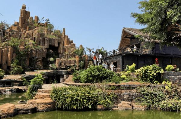 Du khách được tham quan nhiều cảnh đẹp khác tại khu du lịch cà phê.
