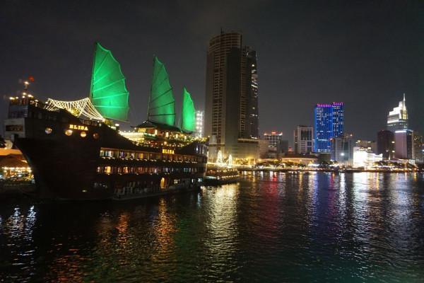 Tham quan phong cảnh sông Sài Gòn trên du thuyền về đêm