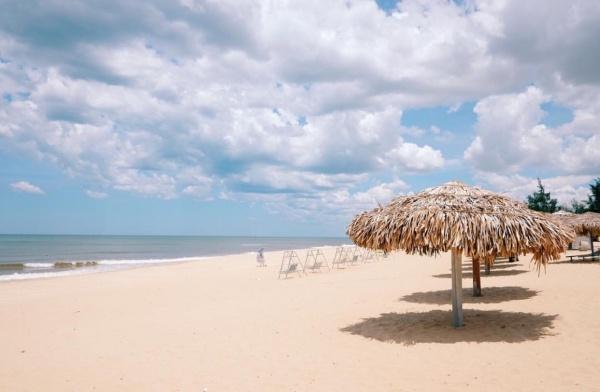 Vẻ đẹp nên thơ ở bãi biển Nhật Lệ