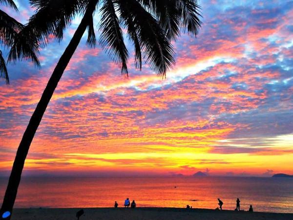 Bãi biển Nha Trang đẹp thơ mộng