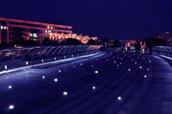 Hồ Bán Nguyệt - cầu Ánh Sao 1