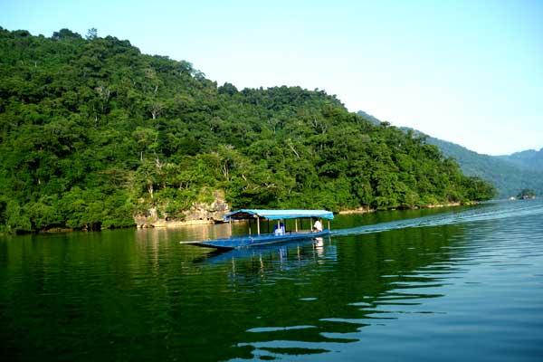 Hồ Ba Bể3