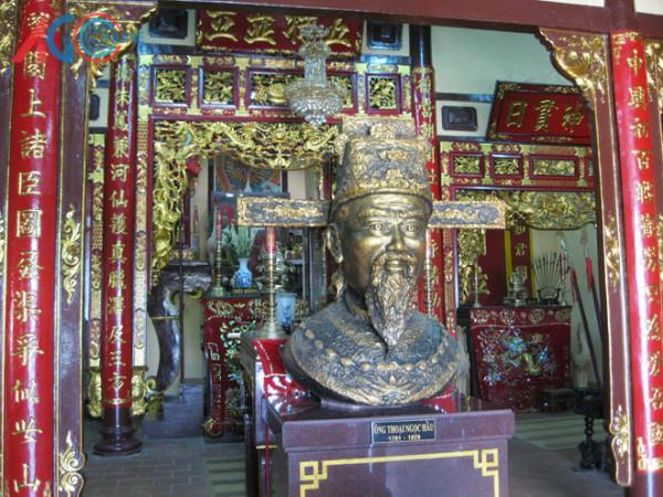 Lăng Thoại Ngọc Hầu.