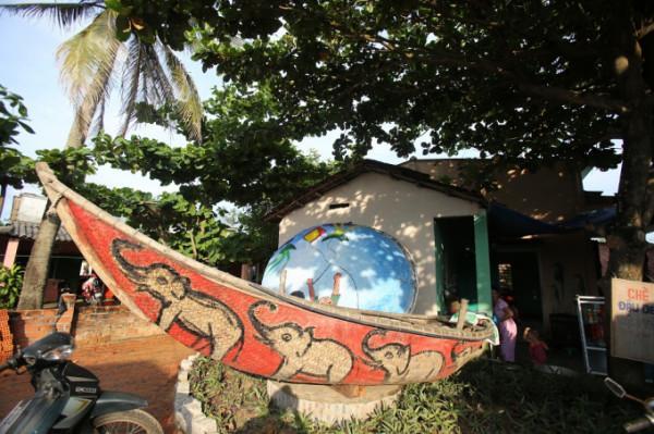Lạc bước tại làng bích họa ven biển Quảng Bình