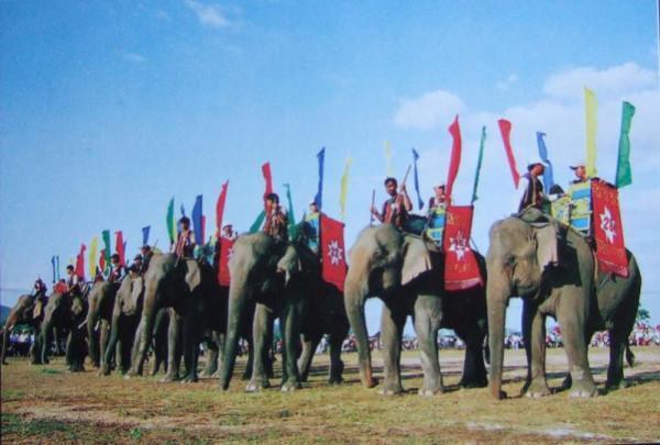 Lễ hội đua voi ở Bản Đôn1