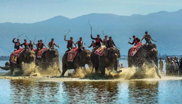 Lễ hội đua voi ở Bản Đôn2