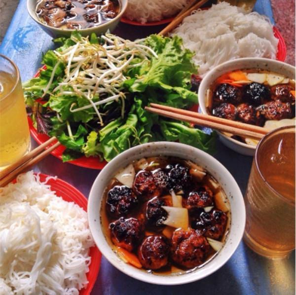 4. Bún chả vỉa hè – Nguyễn Văn Thủ1