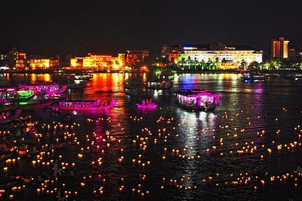 Nghe ca trù trên sông Hương