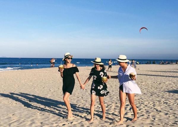 Tắm biển Nha Trang1