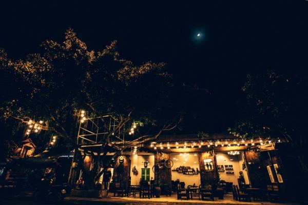 Thư giãn với cà phê Quảng trường Tam Kỳ1
