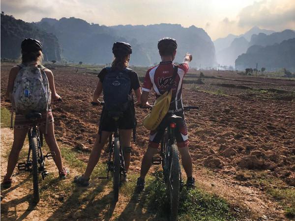 Đạp xe quanh thung lũng Bồng Lai