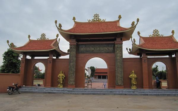 Cổng vào thiền viện trúc lâm Phương Nam