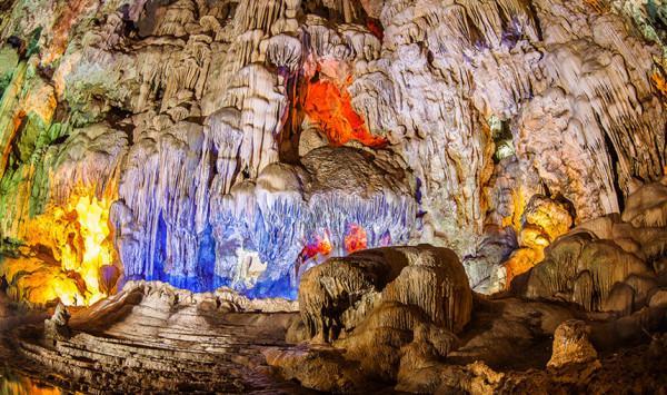 Khám phá vẻ đẹp siêu thực bên trong hang Sơn Đoòng