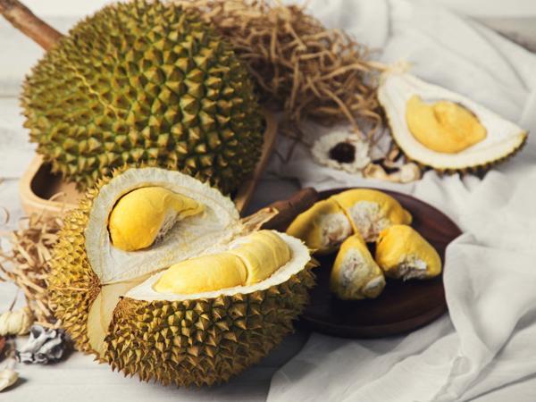 Các loại hoa quả, trừ mít, sầu riêng, quả dừa đều được mang lên máy bay