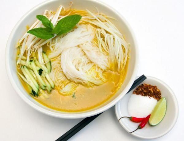 Nom banh chok (mì Khmer)