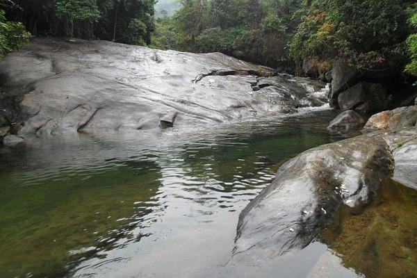 Núi Giang Thơm