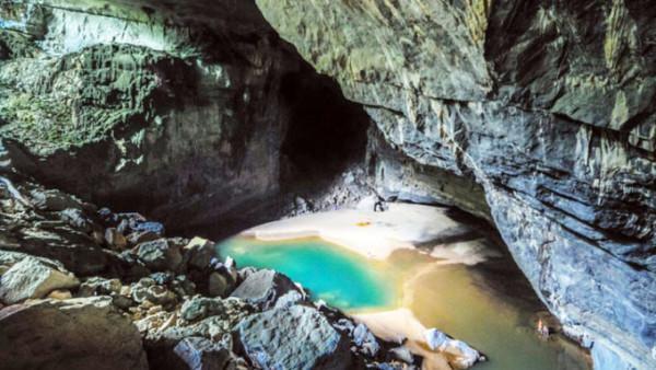 Hang Phương Hoàng-Suối Mỏ Gà
