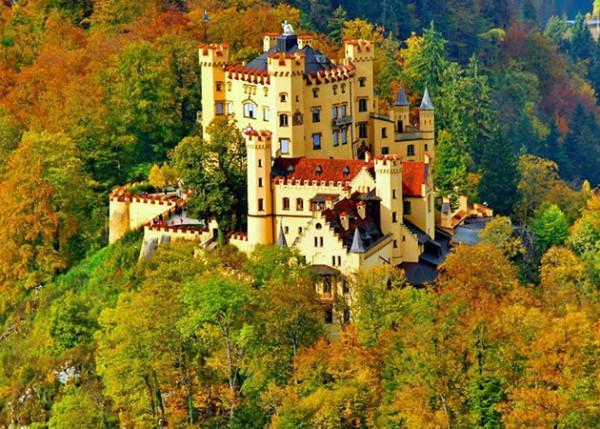 Lâu đài Hohenschwangau.