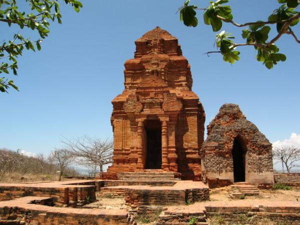 Tháp Poshanư