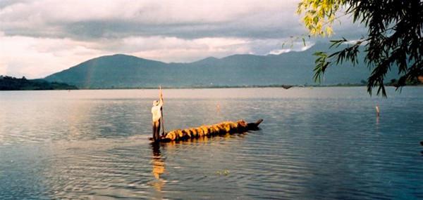 1. Huyền thoại hồ Lắk – Buôn Jun (Đắk Lắk)