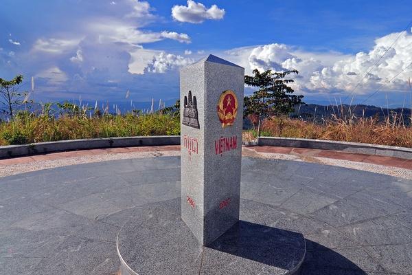 3. Cột mốc biên giới Campuchia – Lào – Việt Nam (Kon Tum)